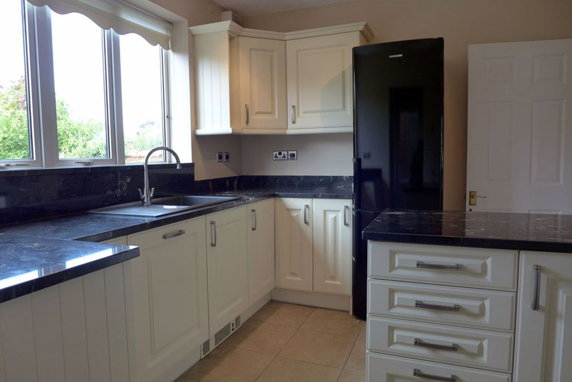 4 bed  to rent in Pedmore 2
