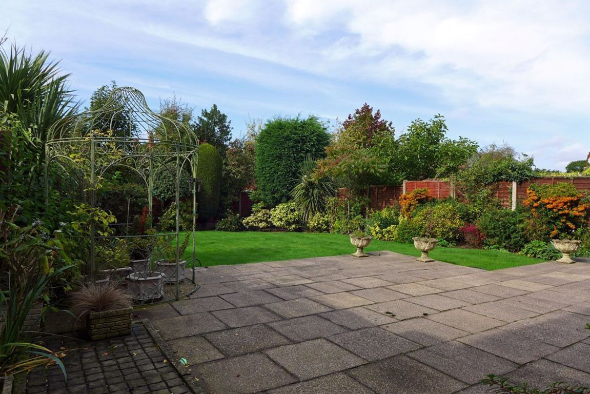 4 bed  to rent in Pedmore 15