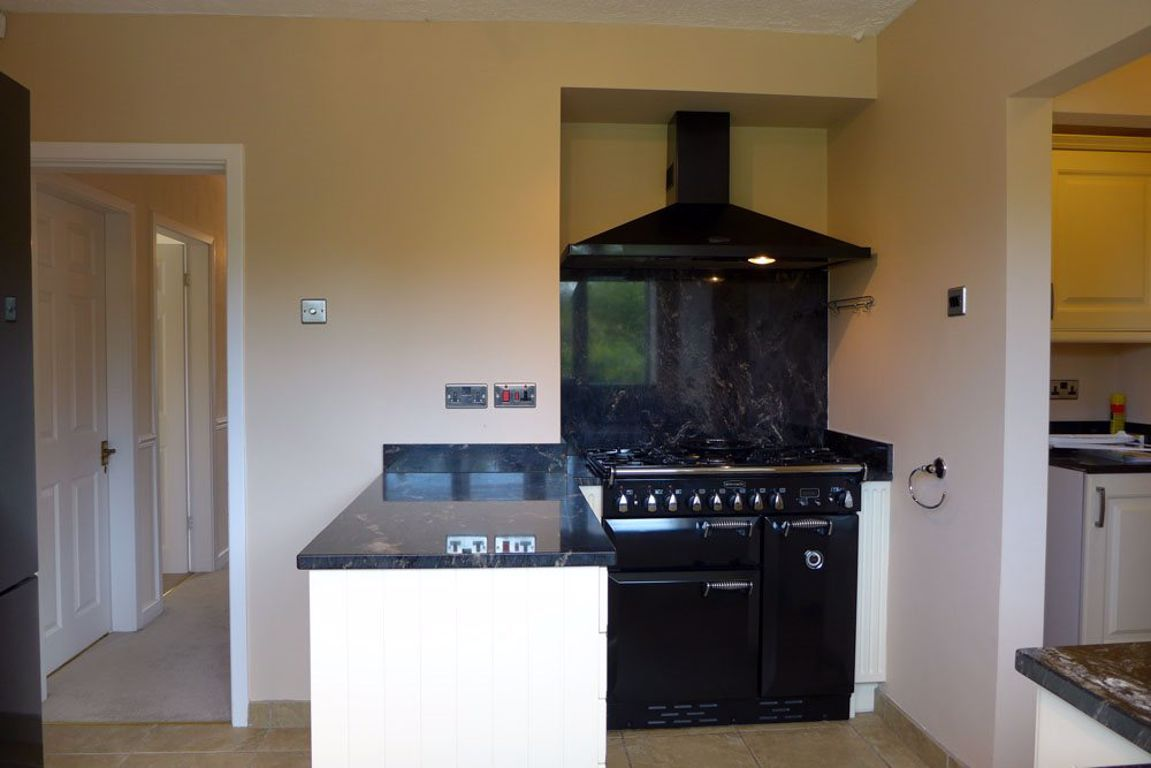4 bed  to rent in Pedmore 3
