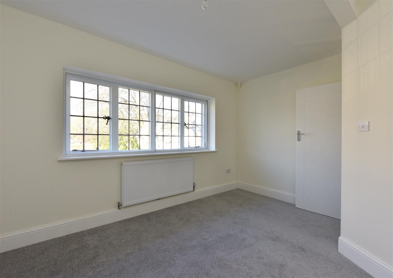 3 bed town-house for sale  - Property Image 12