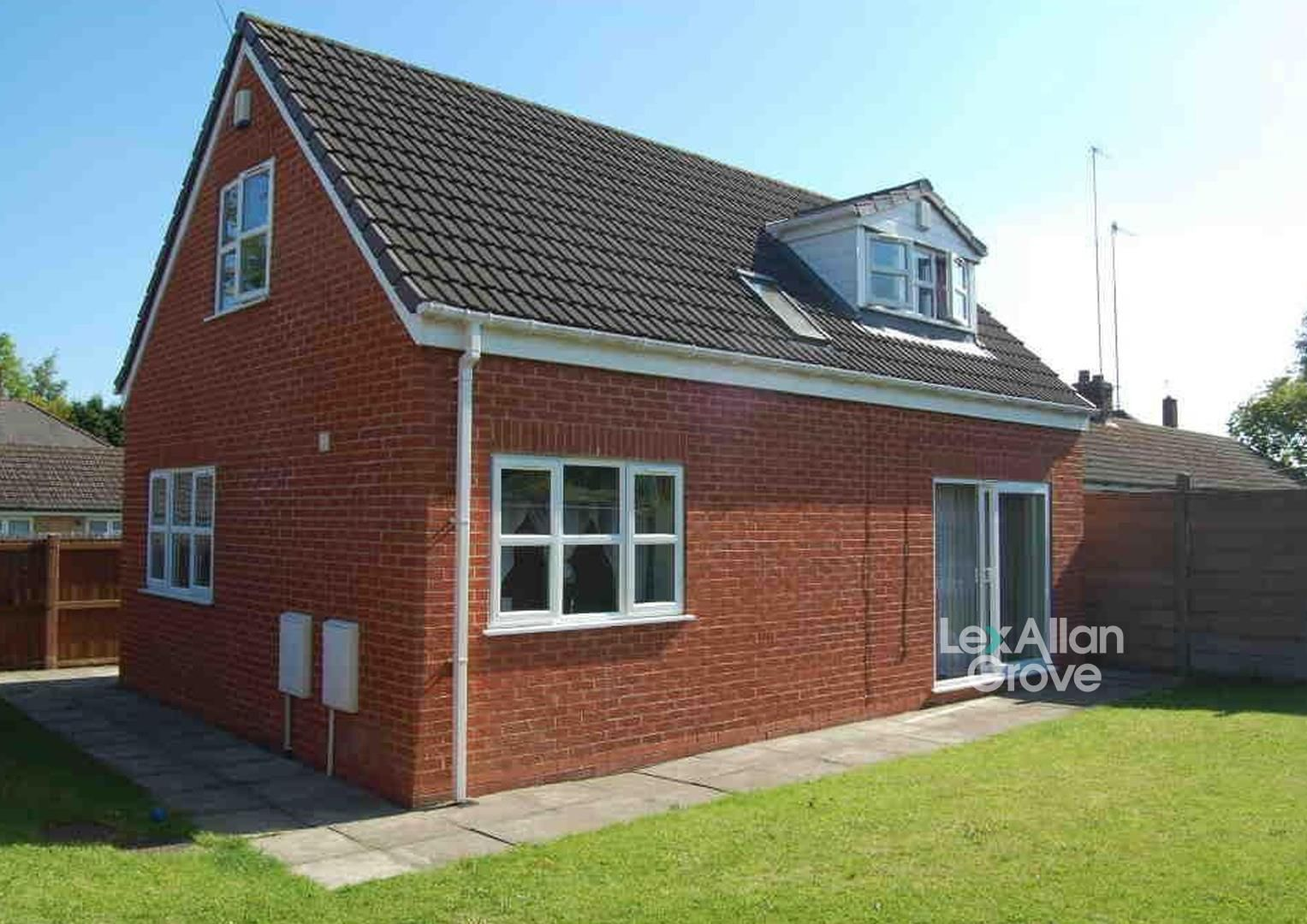 2 bed detached for sale 1