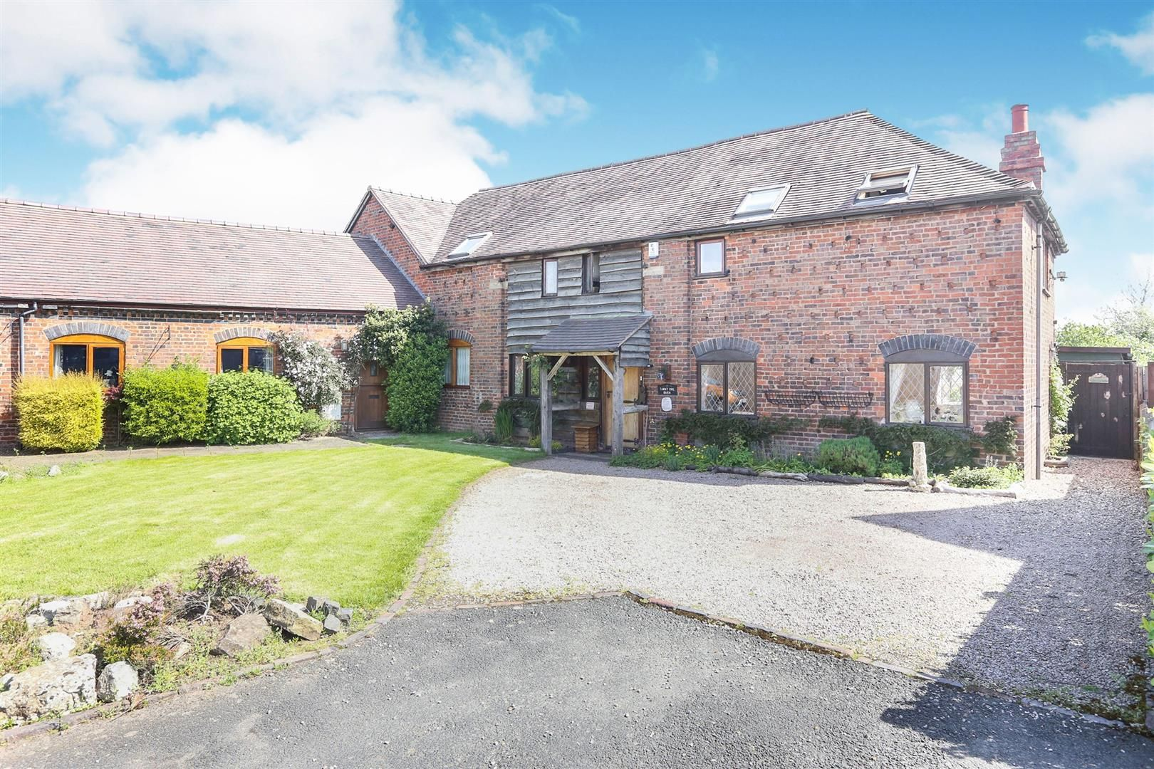 3 bed barn-conversion for sale in Hagley 18
