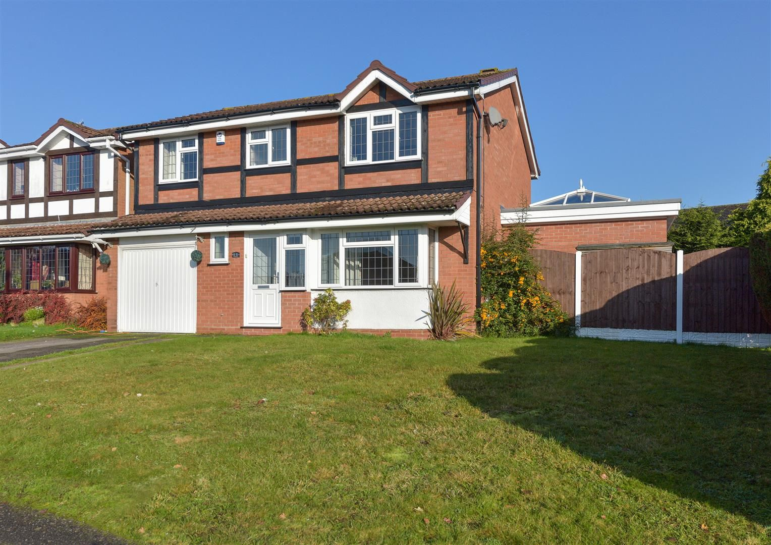 4 bed detached for sale, DY5