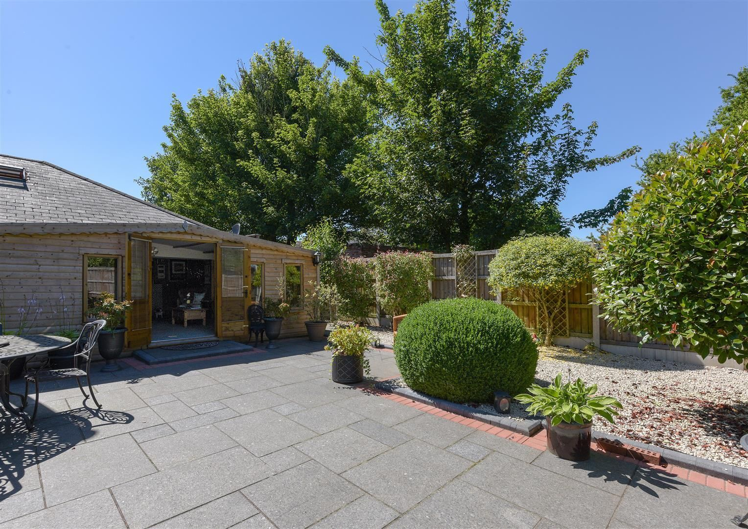 3 bed house for sale in Hagley 19