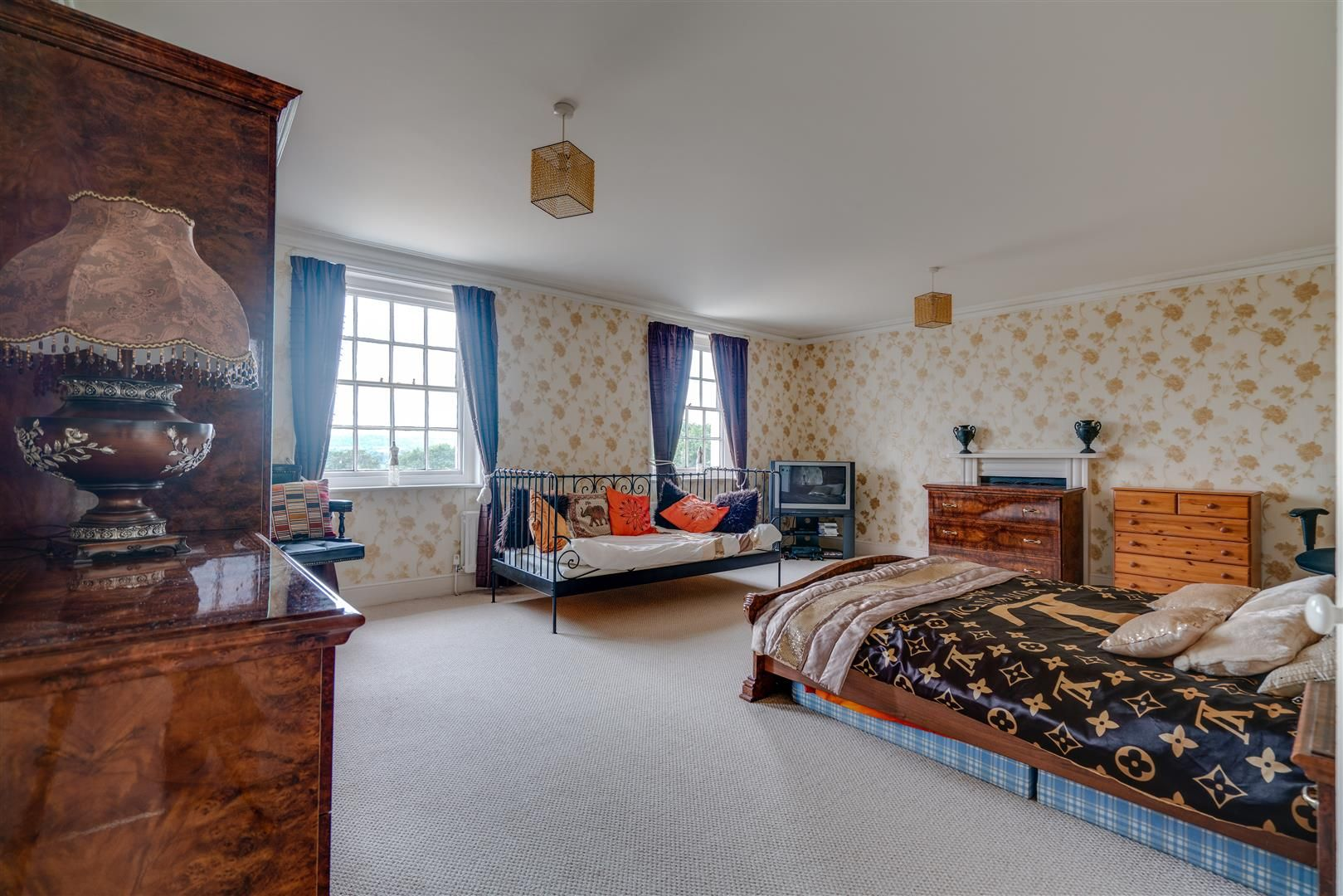 7 bed house for sale in Wolverley 15