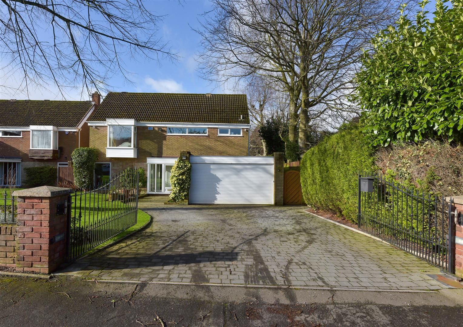 4 bed detached for sale, DY9