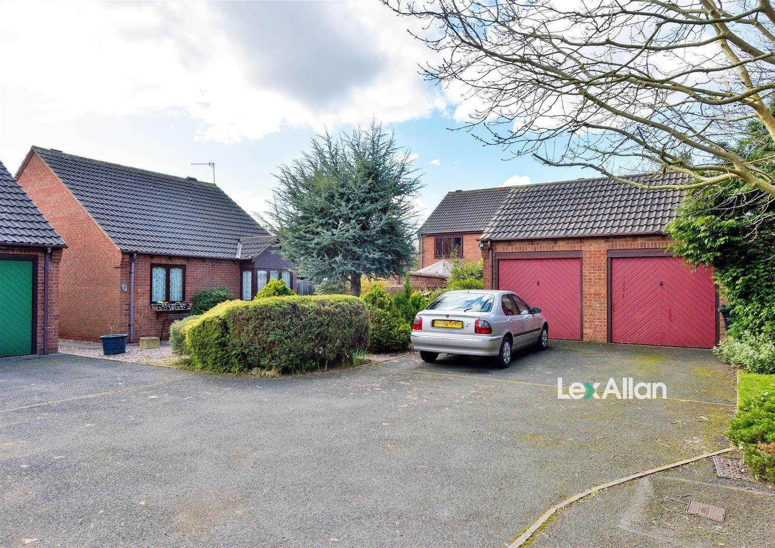 2 bed detached-bungalow for sale, DY5
