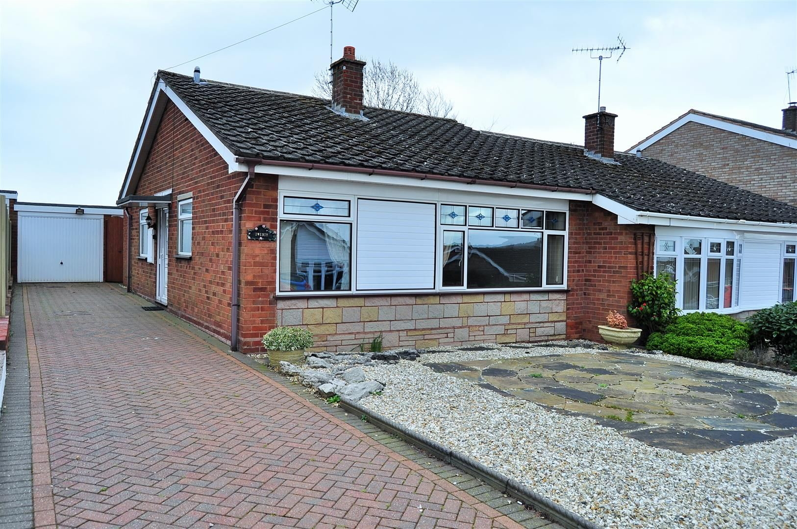 2 bed semi-detached-bungalow for sale, B63