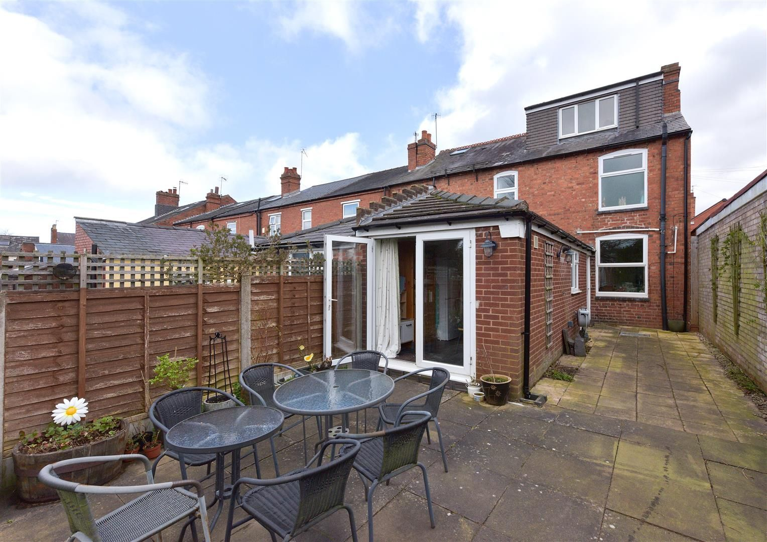 3 bed end-of-terrace for sale 19