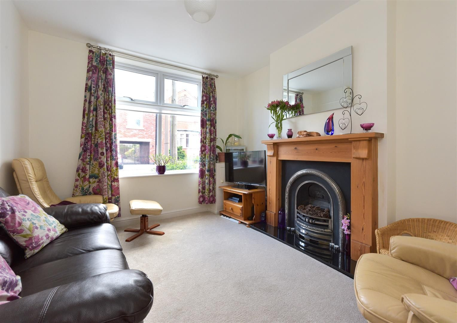 3 bed end-of-terrace for sale  - Property Image 4
