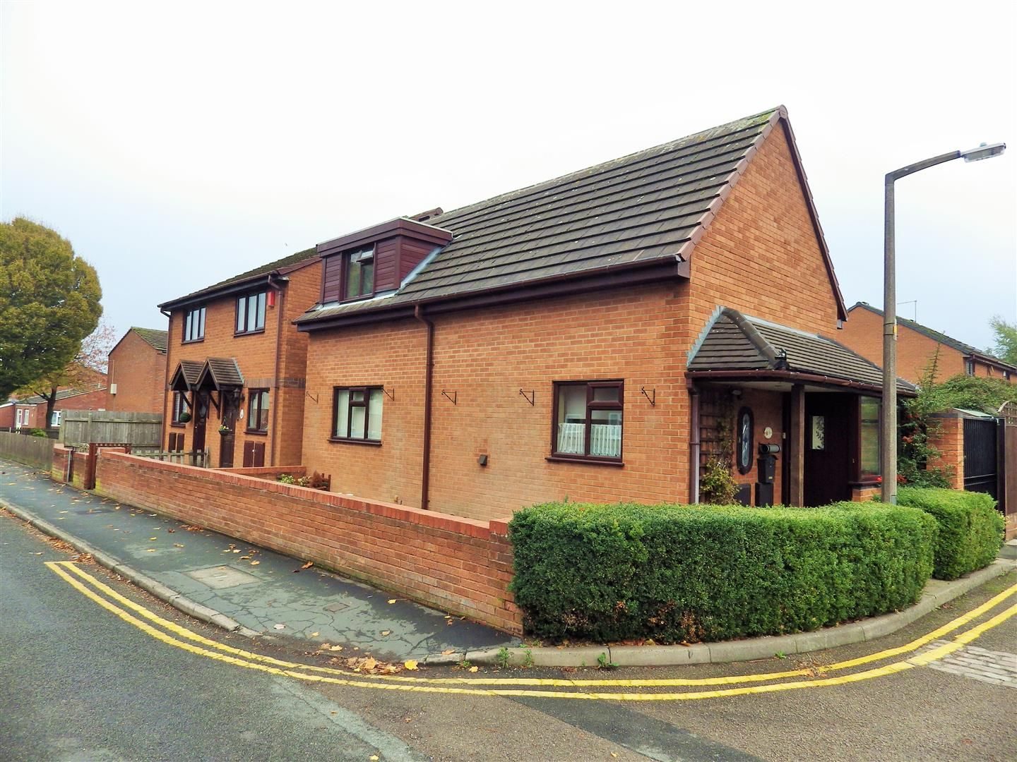 2 bed detached for sale, B65