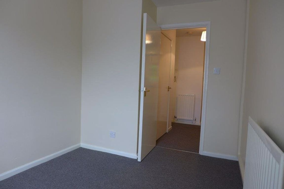2 bed  to rent 12