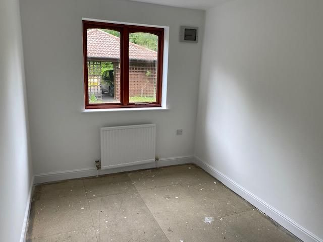 2 bed apartment for sale in Belbroughton 8