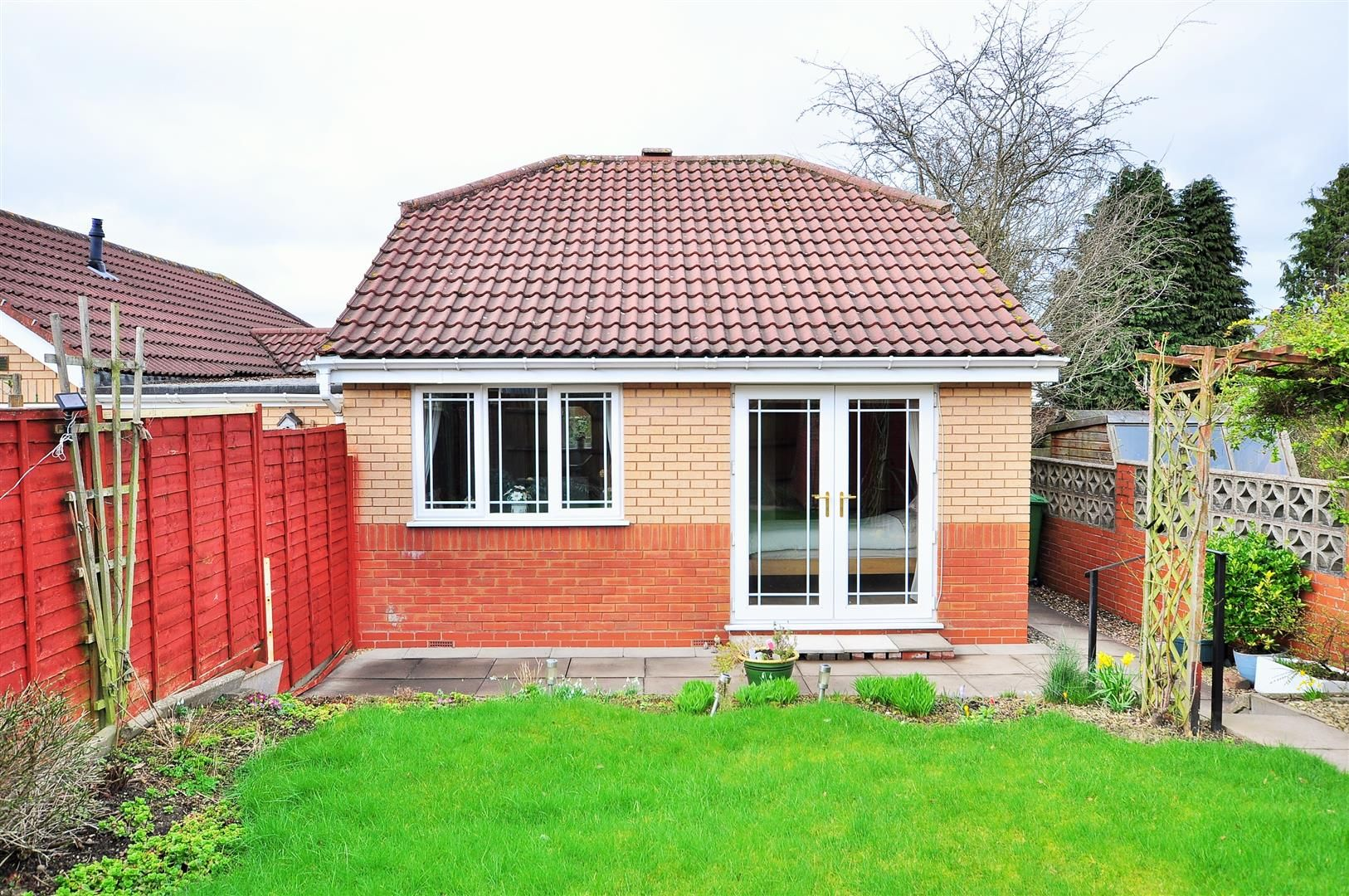 2 bed detached-bungalow for sale in Hurst Green 11