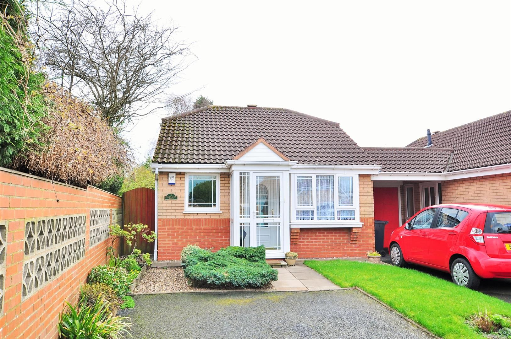 2 bed detached-bungalow for sale in Hurst Green 12