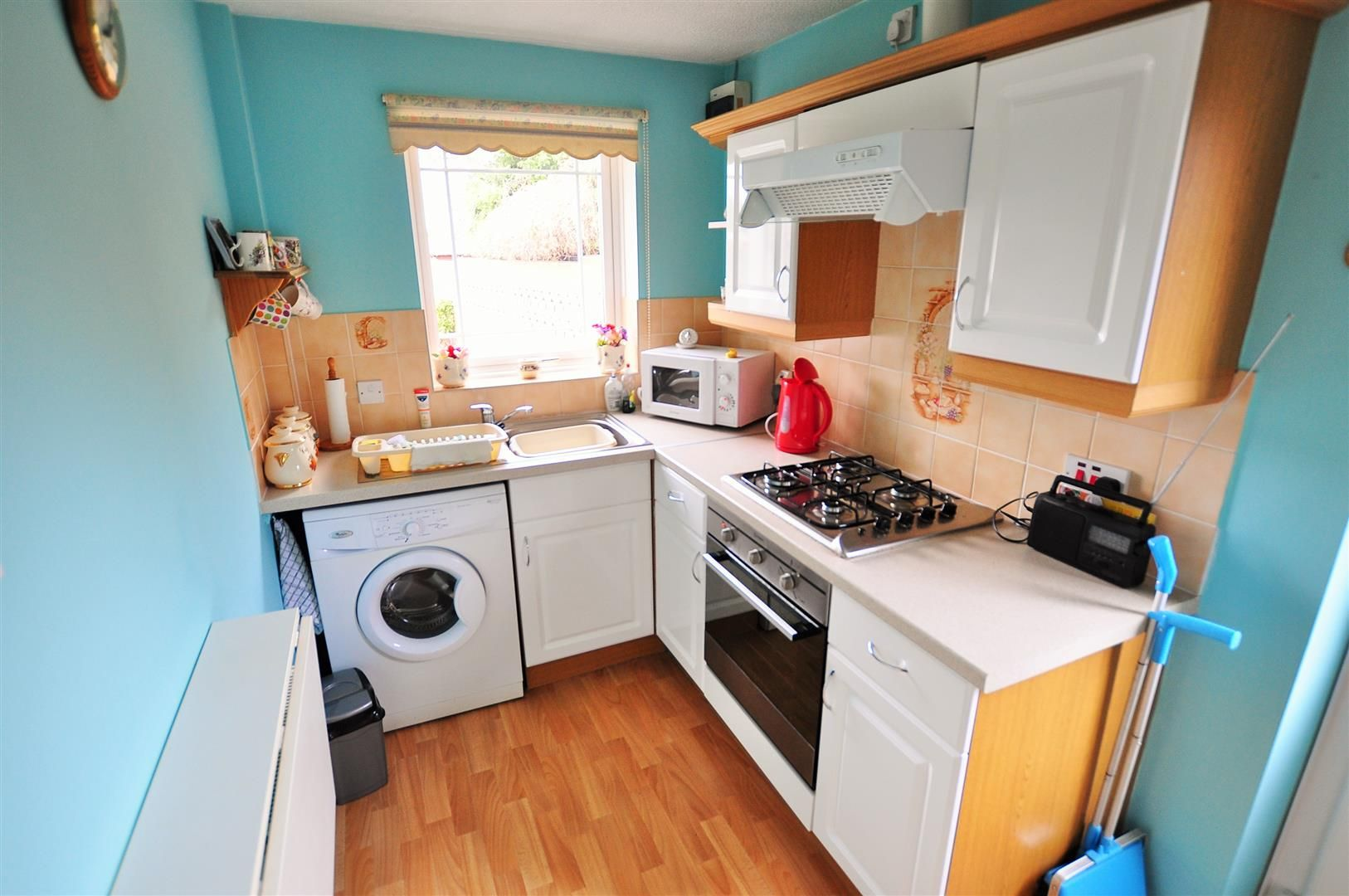 2 bed detached-bungalow for sale in Hurst Green 4