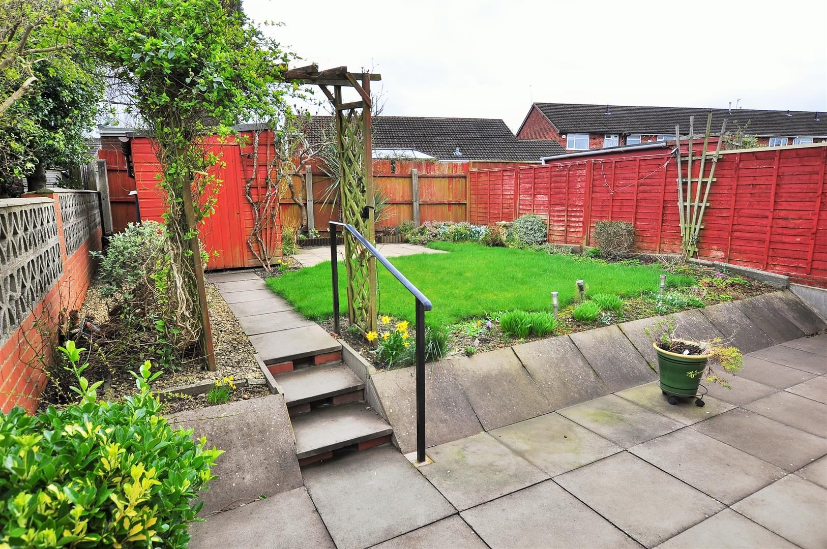 2 bed detached-bungalow for sale in Hurst Green 9