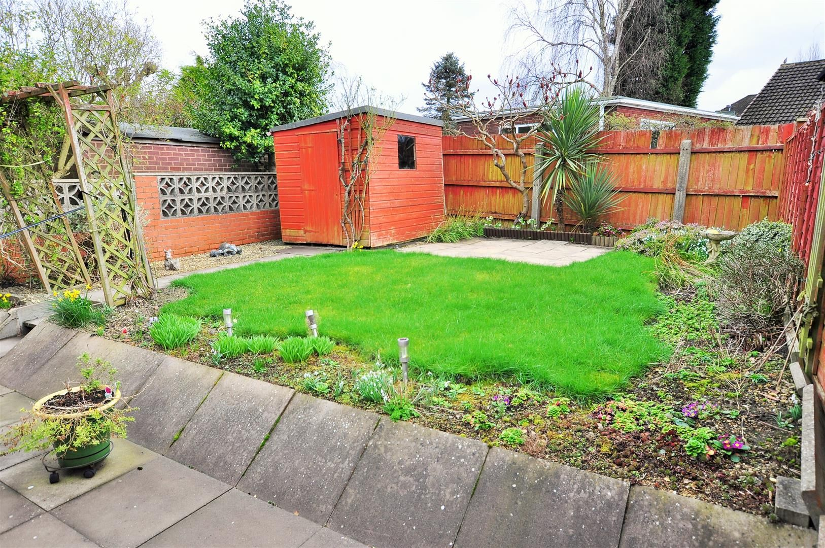 2 bed detached-bungalow for sale in Hurst Green 10