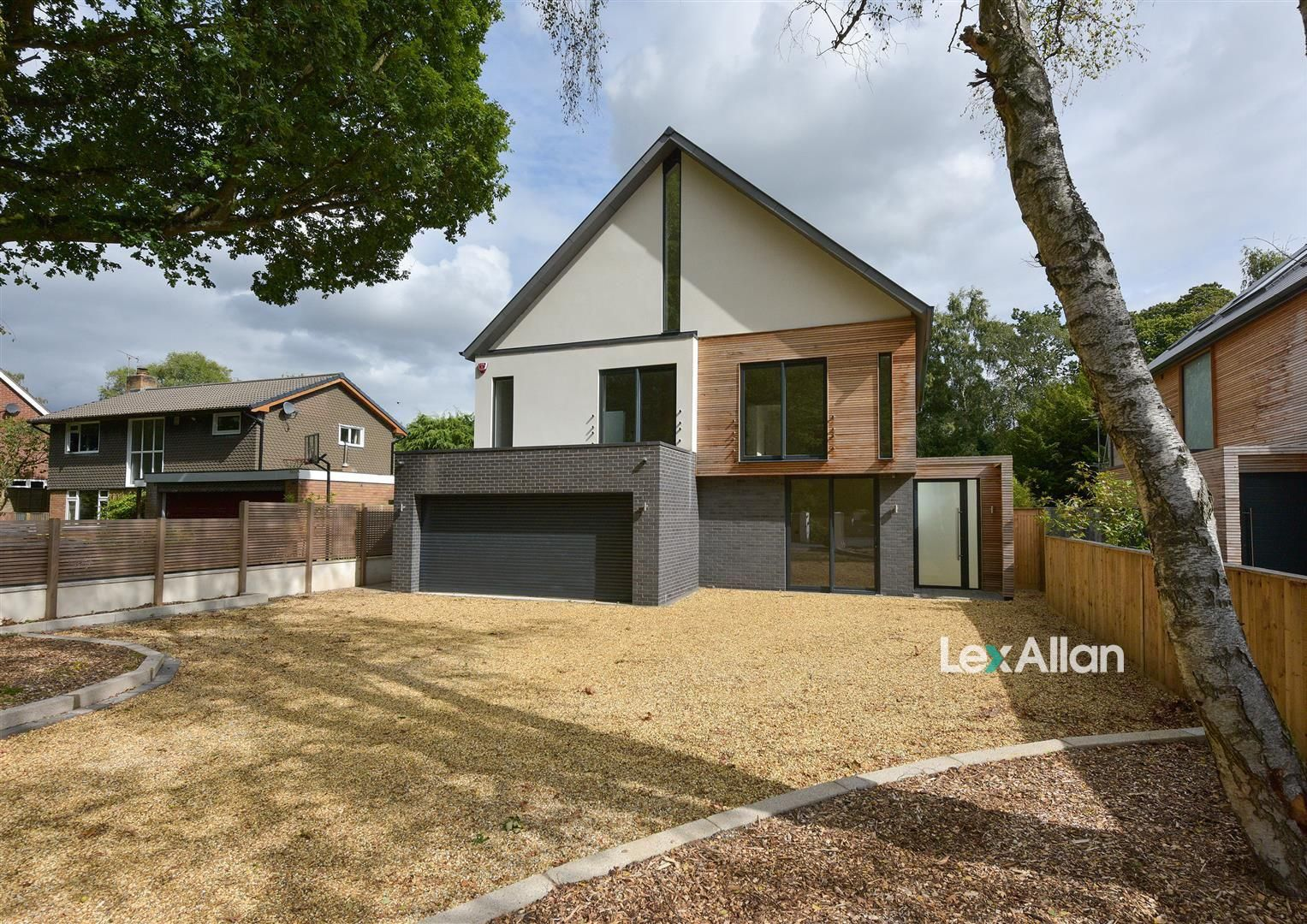 6 bed detached for sale, DY7