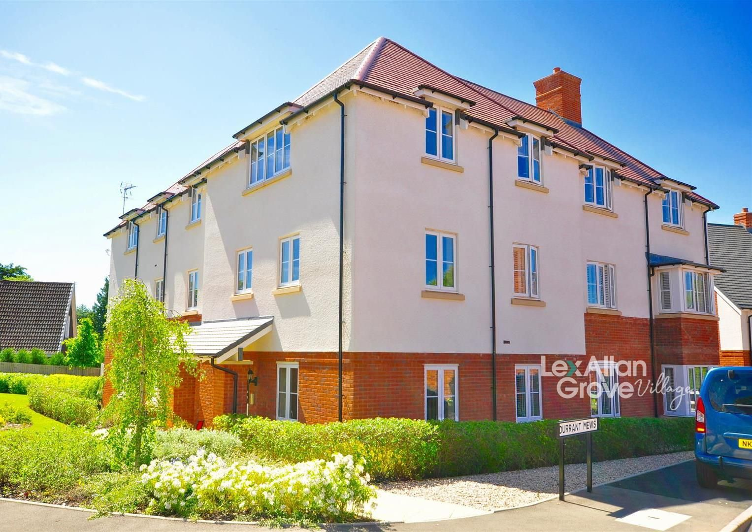 2 bed apartment for sale in Hagley 5