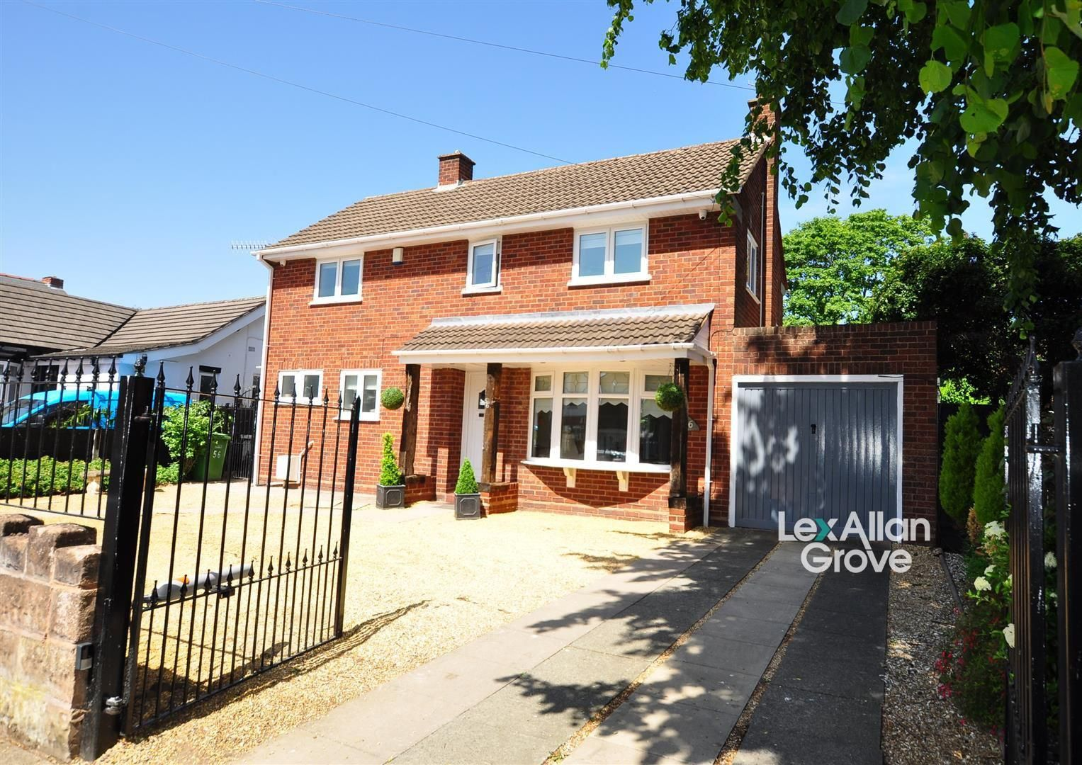 3 bed detached for sale, DY2