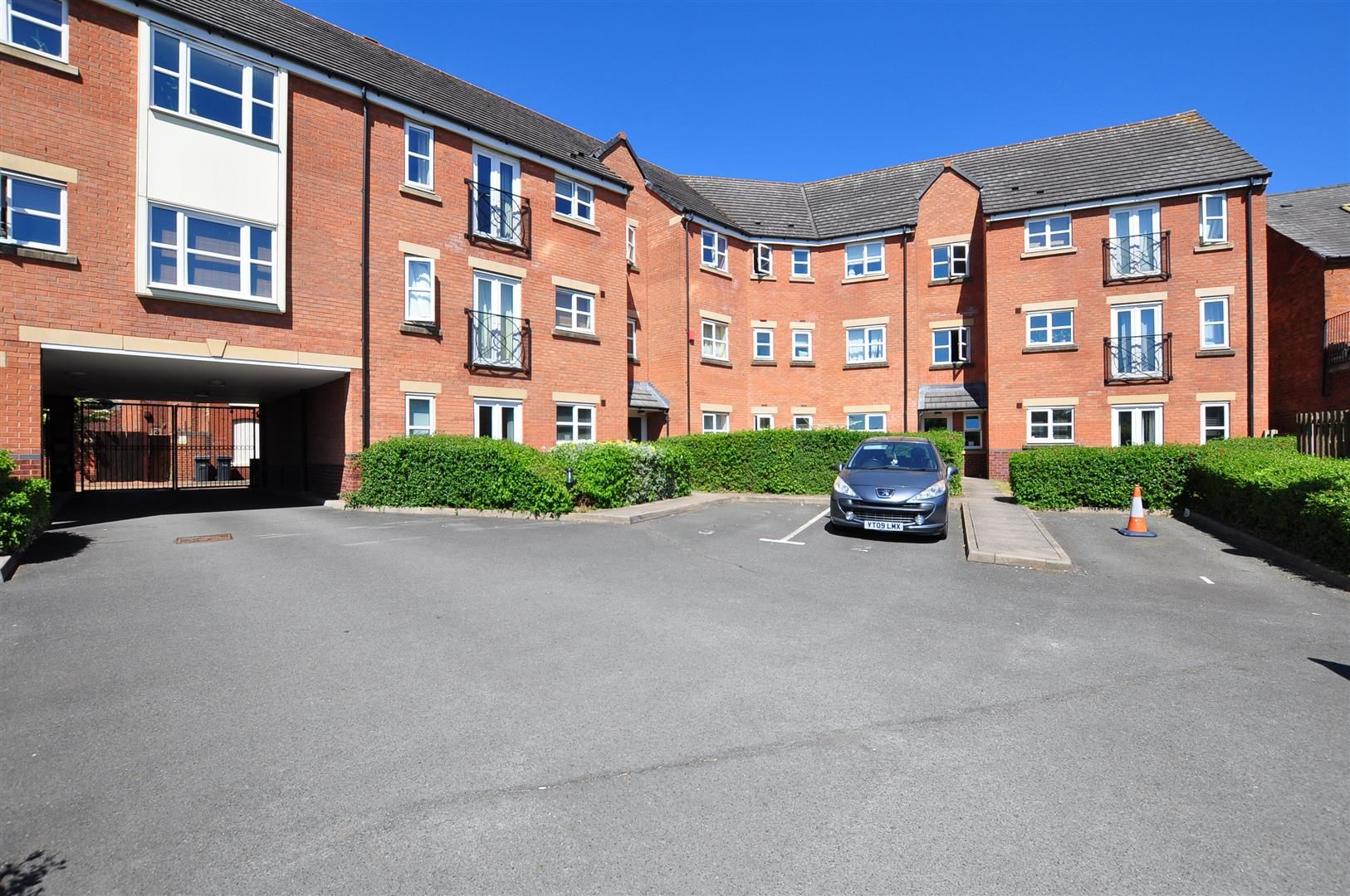 2 bed flat for sale 15
