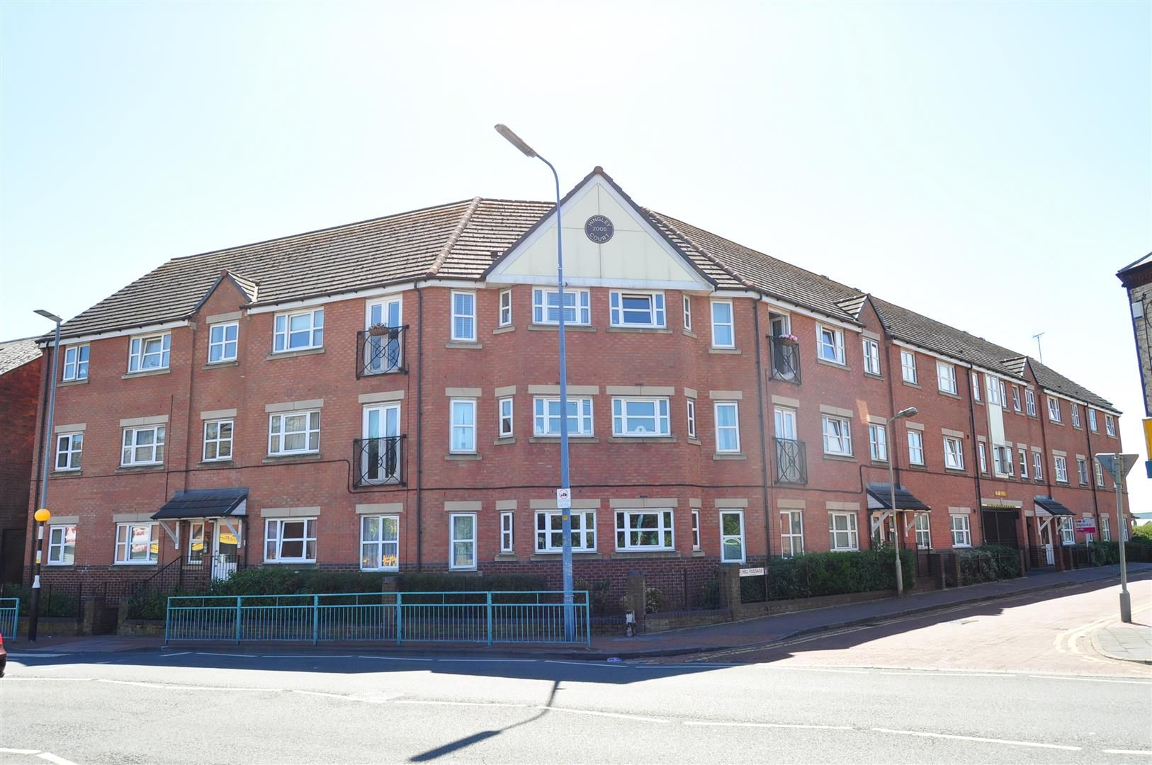 2 bed flat for sale 16