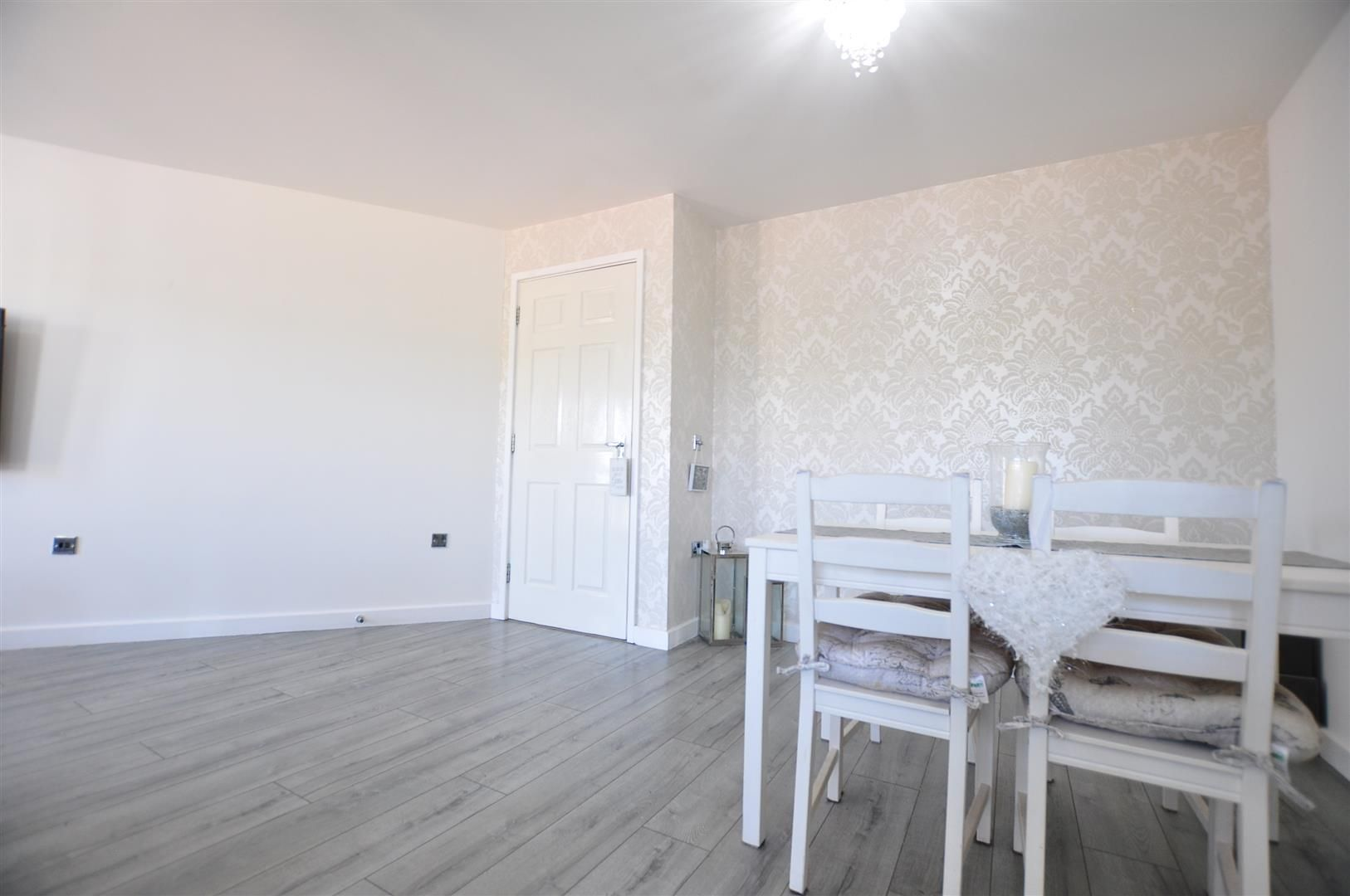 2 bed flat for sale  - Property Image 6