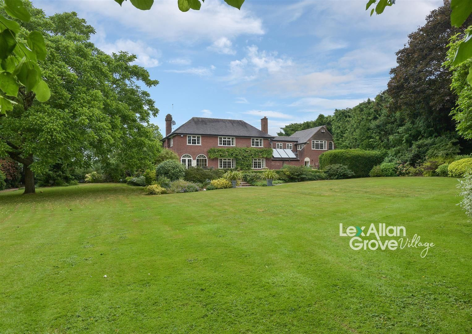 5 bed detached for sale - Property Image 1