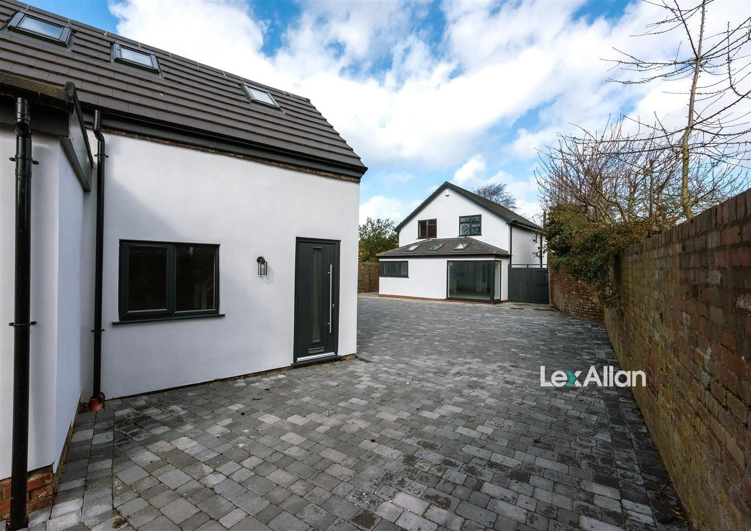 4 bed detached for sale 35
