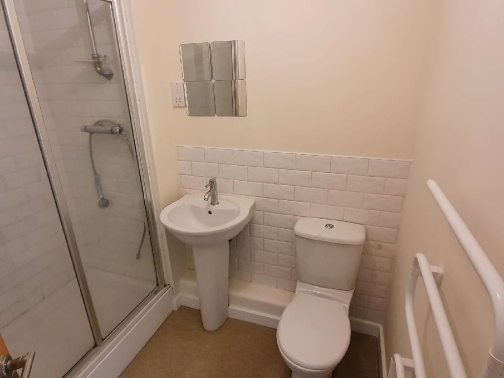 2 bed  to rent 7