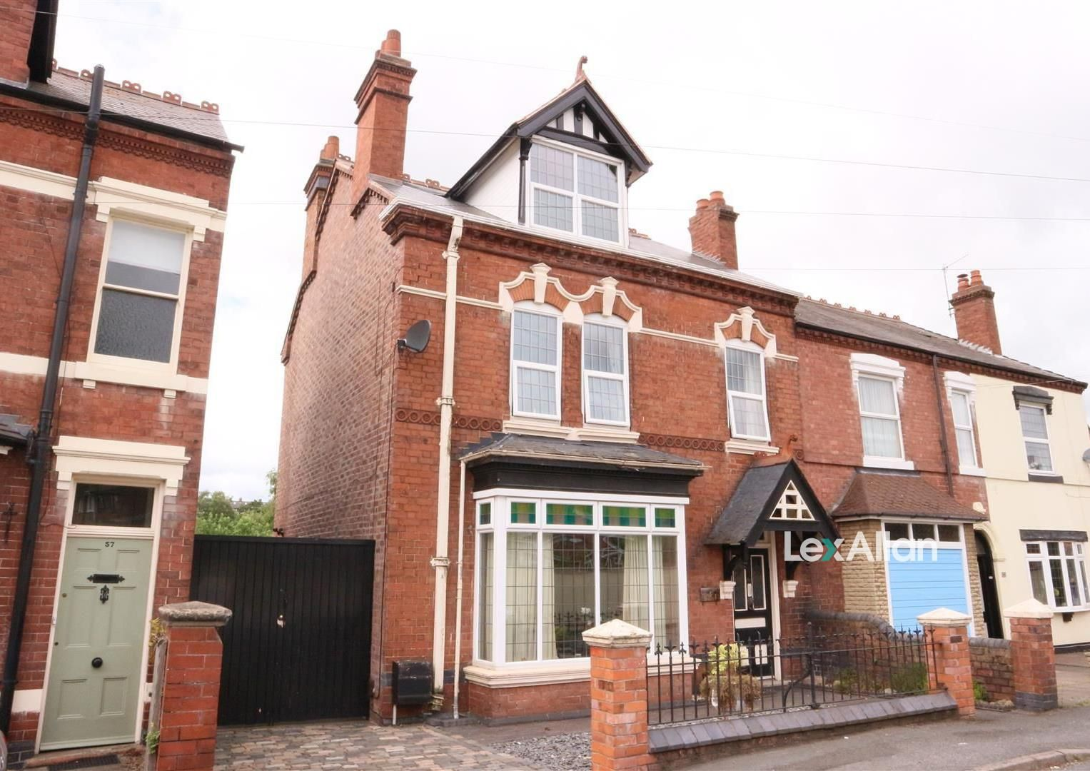 4 bed end-of-terrace for sale, DY8