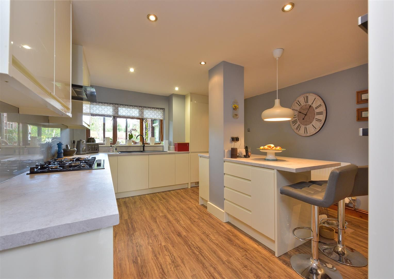 5 bed semi-detached for sale 5