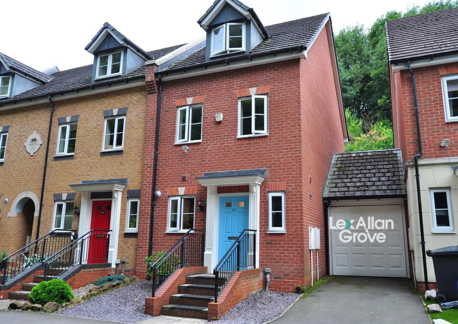4 bed end-of-terrace for sale  - Property Image 1
