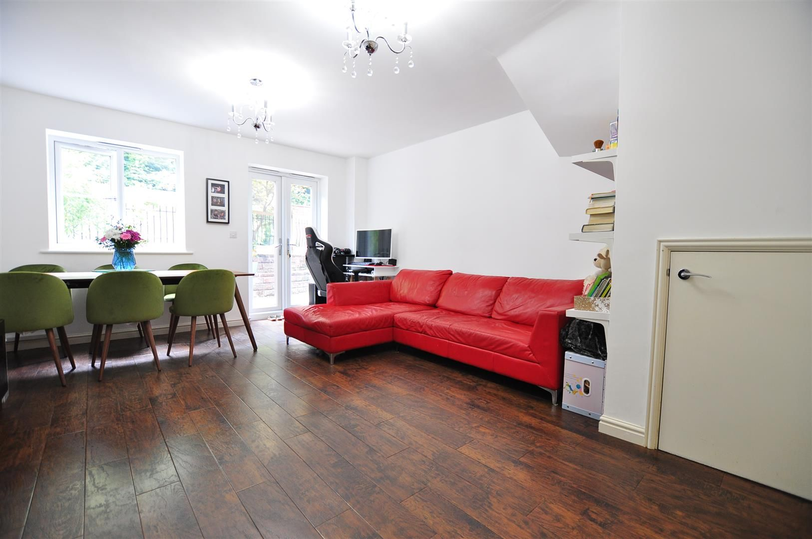 4 bed end-of-terrace for sale  - Property Image 2