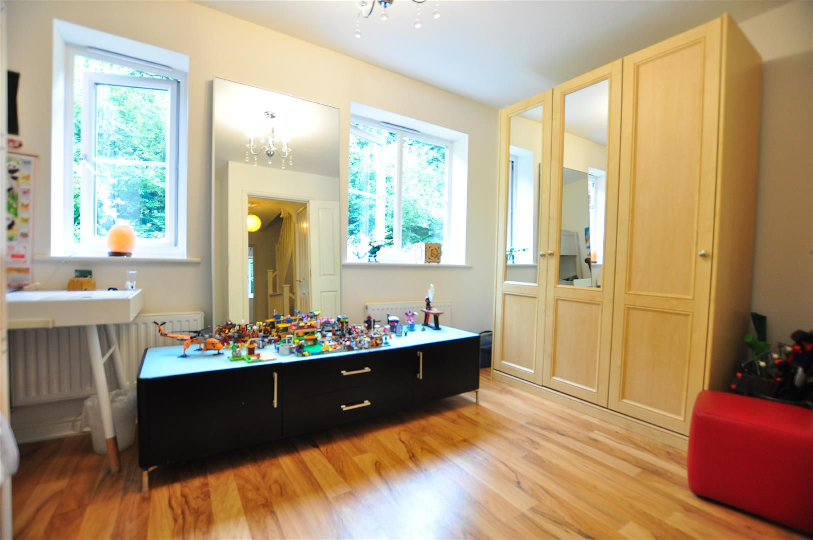 4 bed end-of-terrace for sale 12