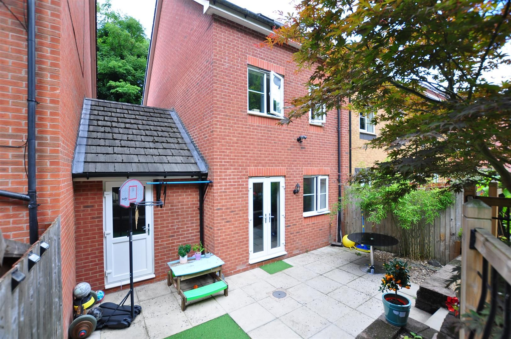 4 bed end-of-terrace for sale 19