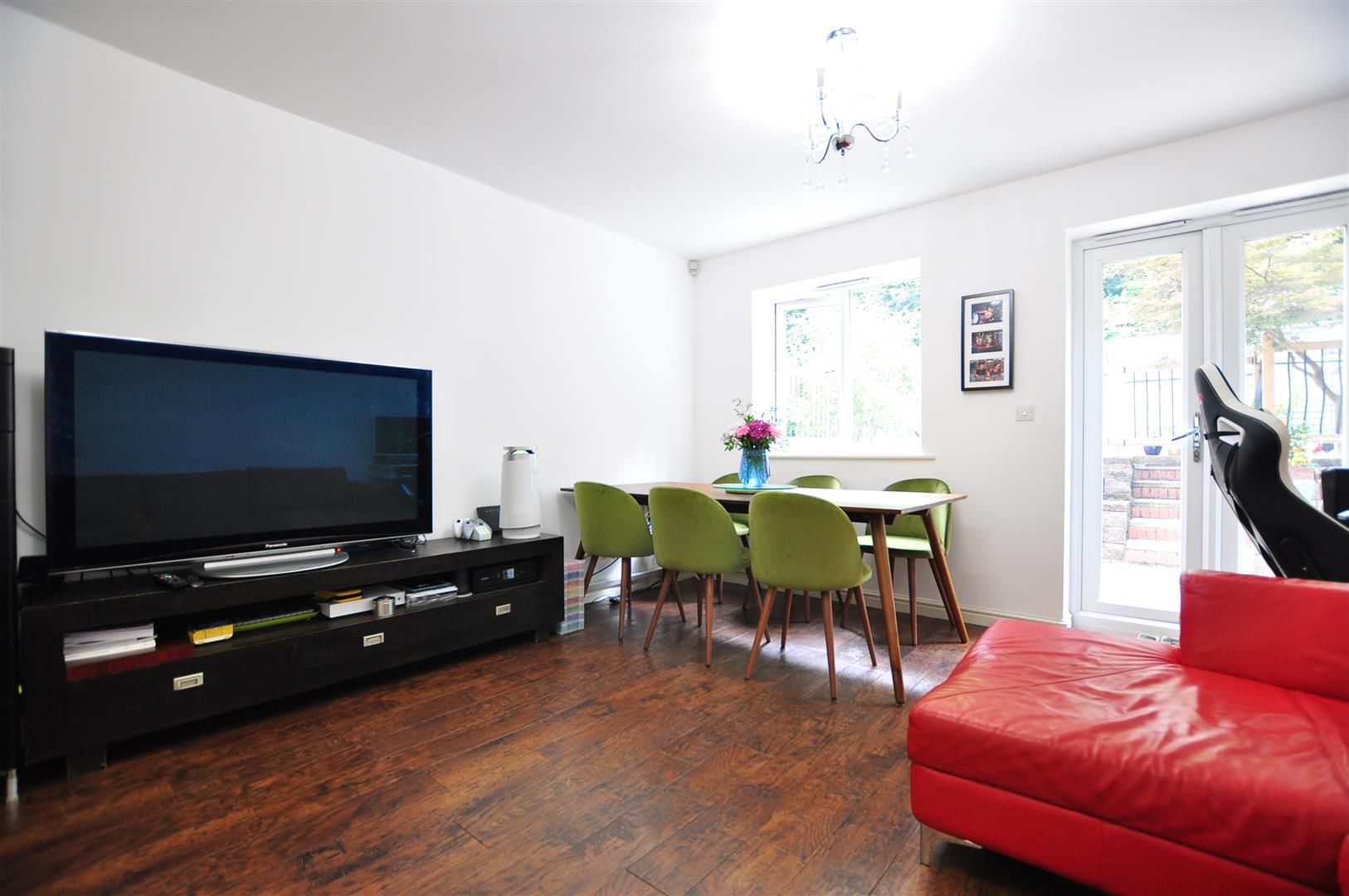 4 bed end-of-terrace for sale  - Property Image 3