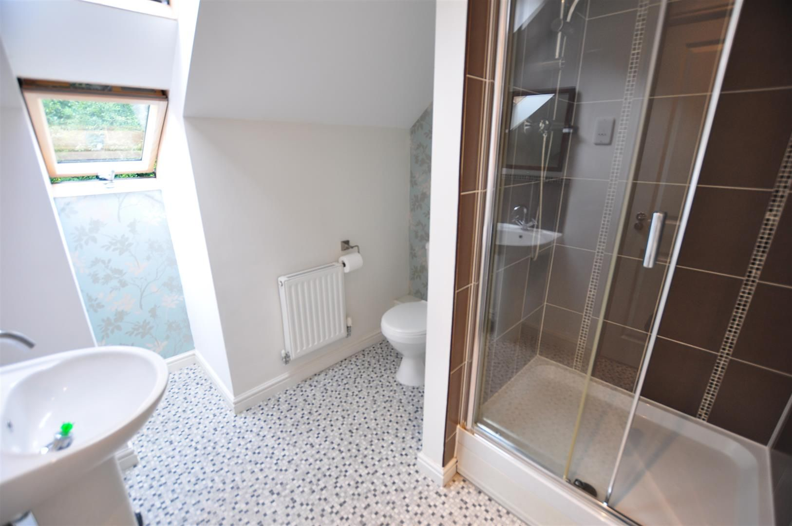 4 bed end-of-terrace for sale 10