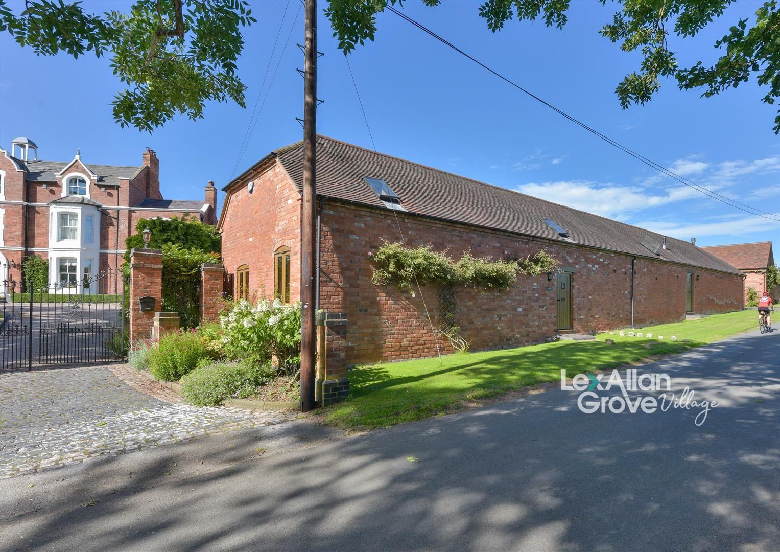 3 bed barn-conversion for sale in Chaddesley Corbett, DY10