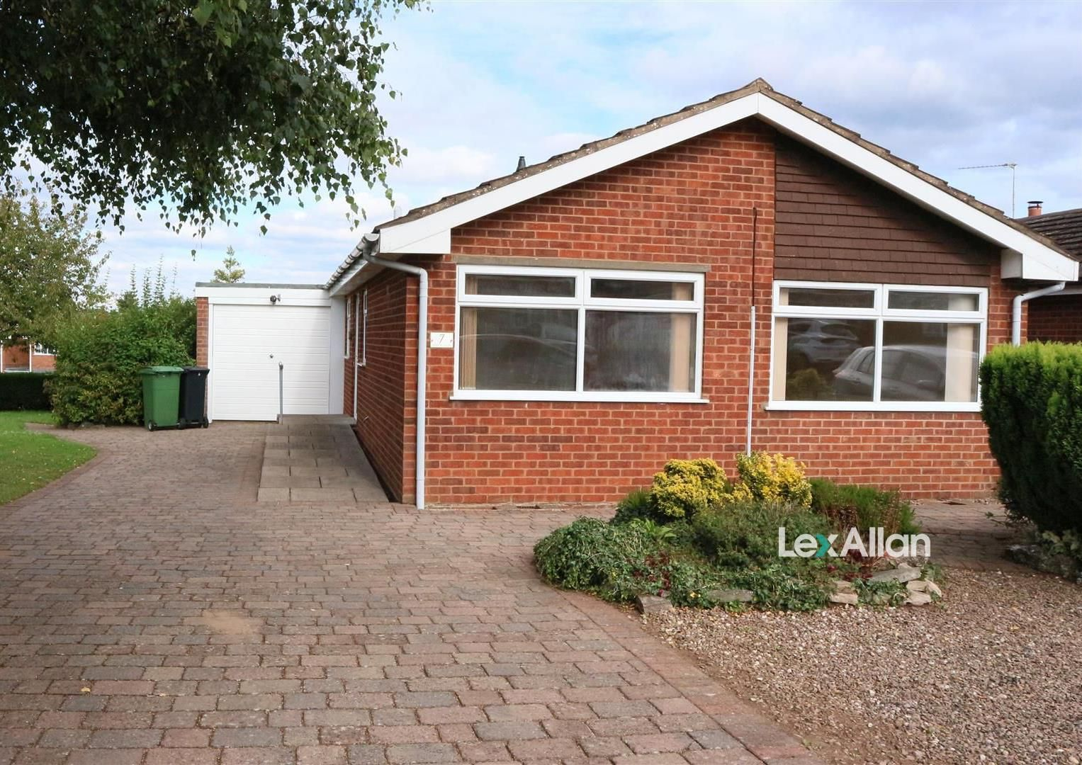 2 bed detached-bungalow for sale, DY8