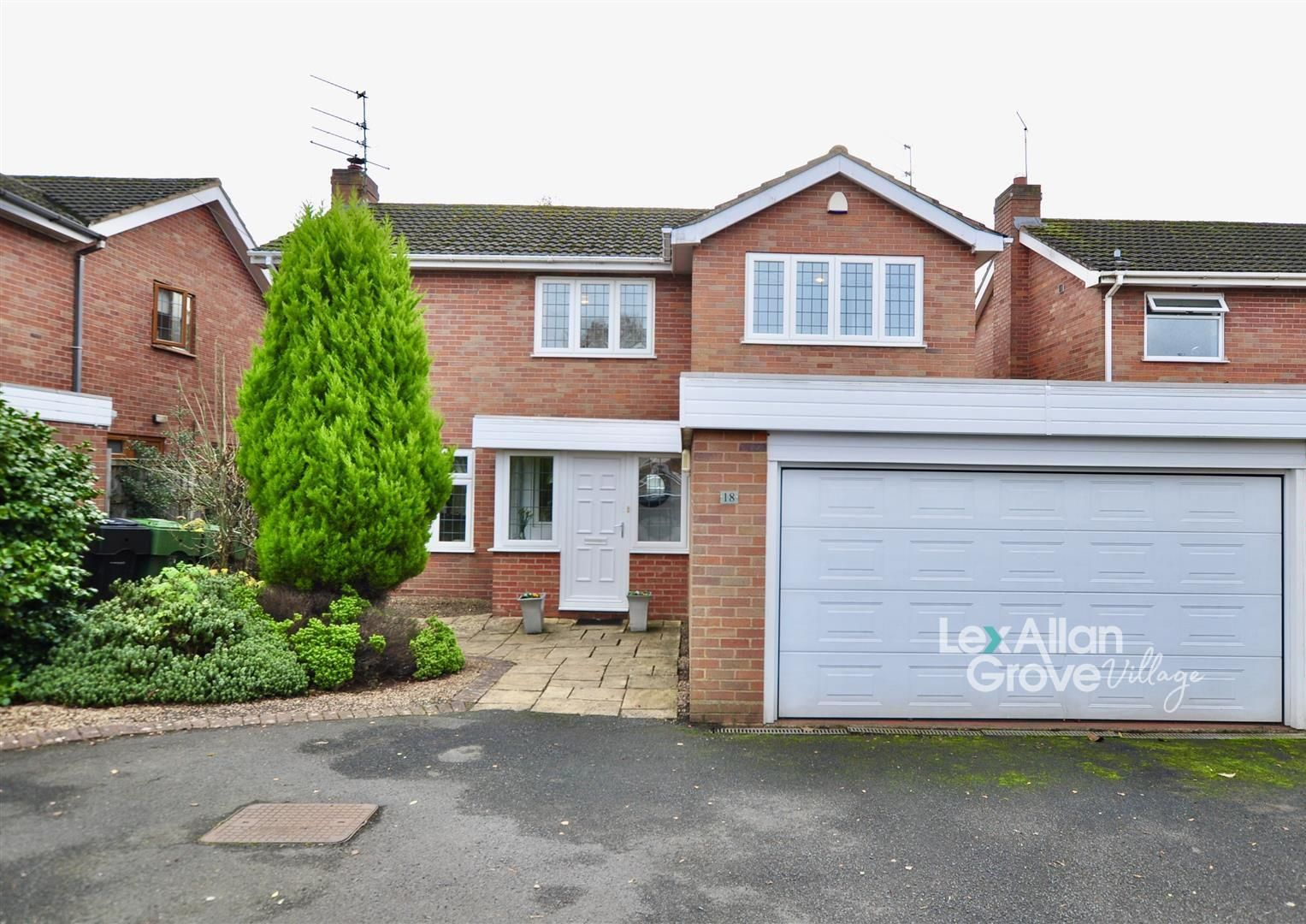 4 bed house for sale in Hagley 1