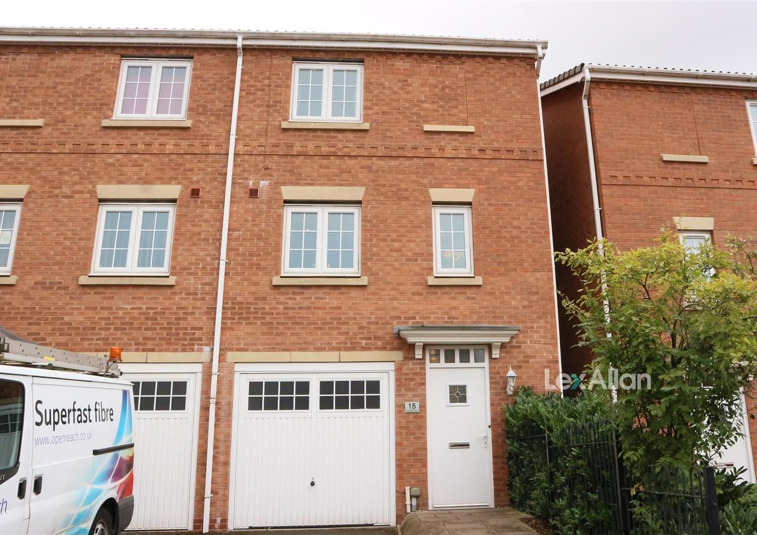 3 bed end-of-terrace for sale, DY5