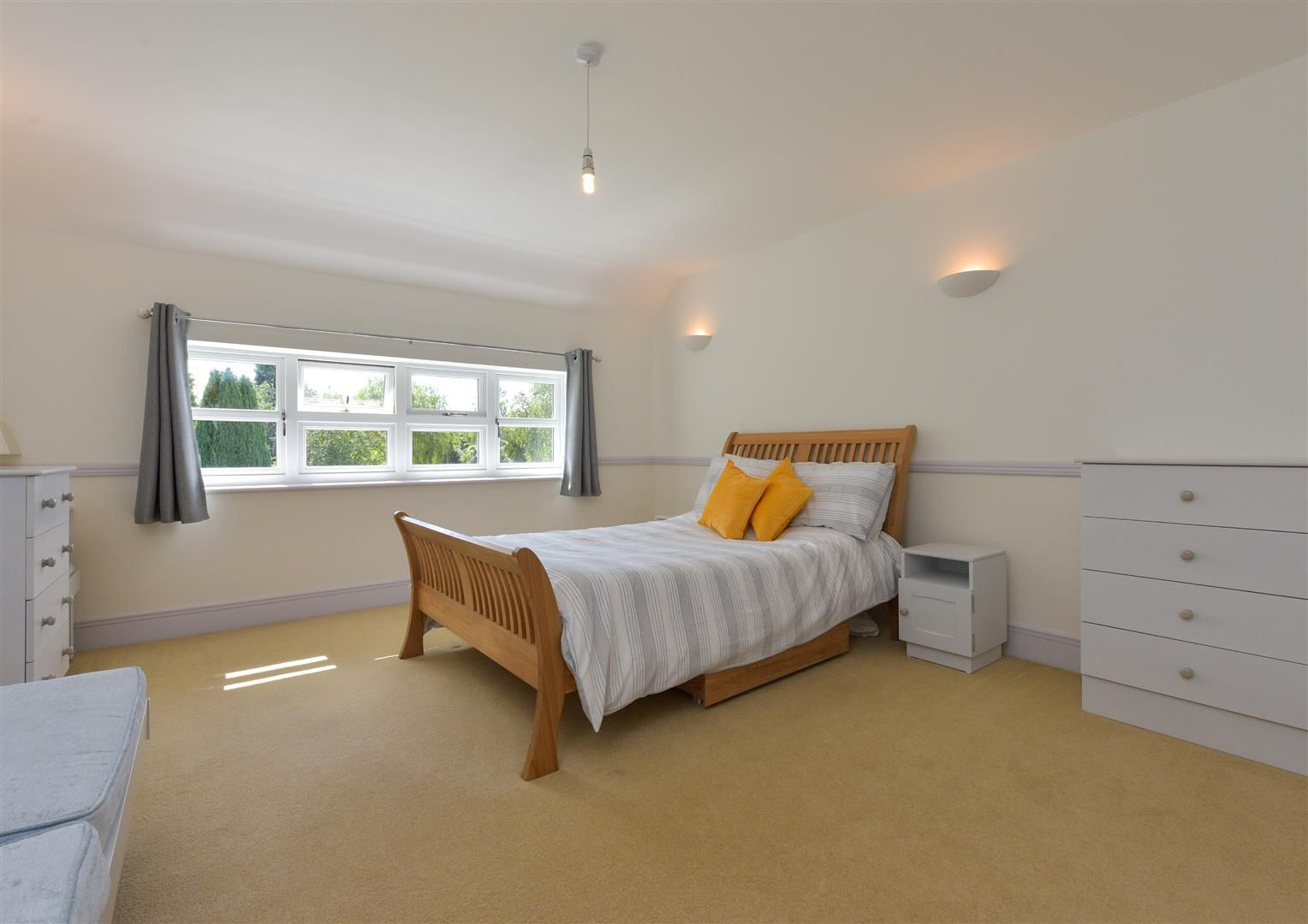 6 bed detached for sale in Hagley 18