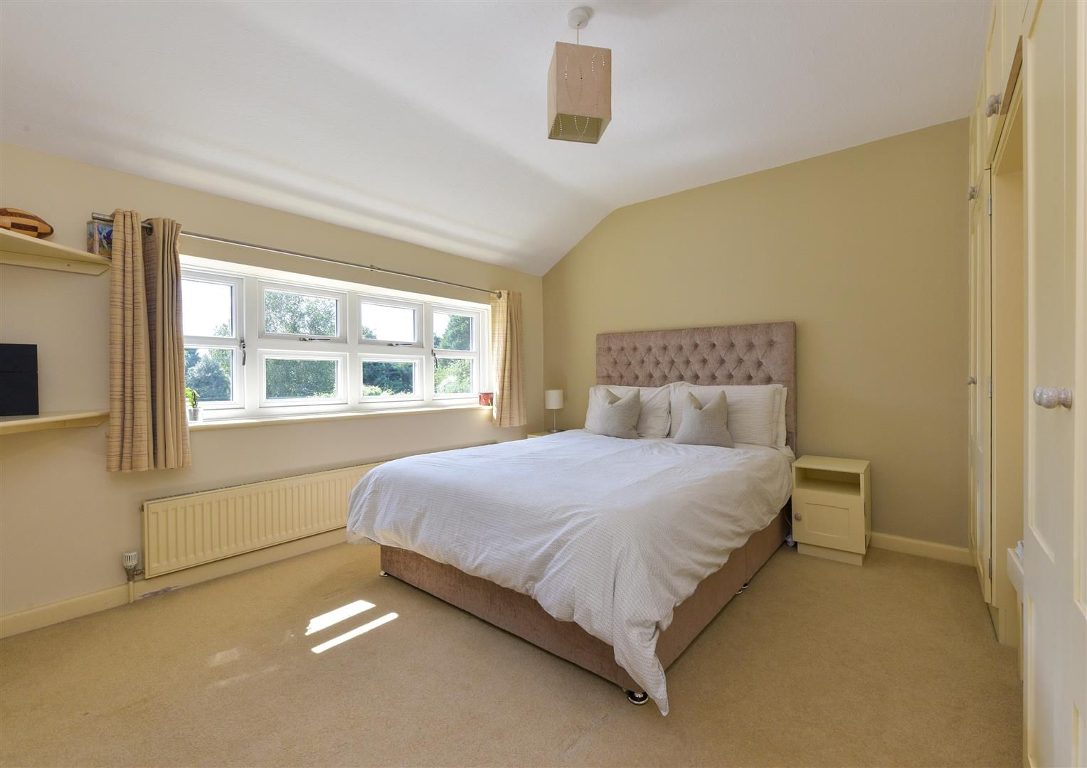 6 bed detached for sale in Hagley 19