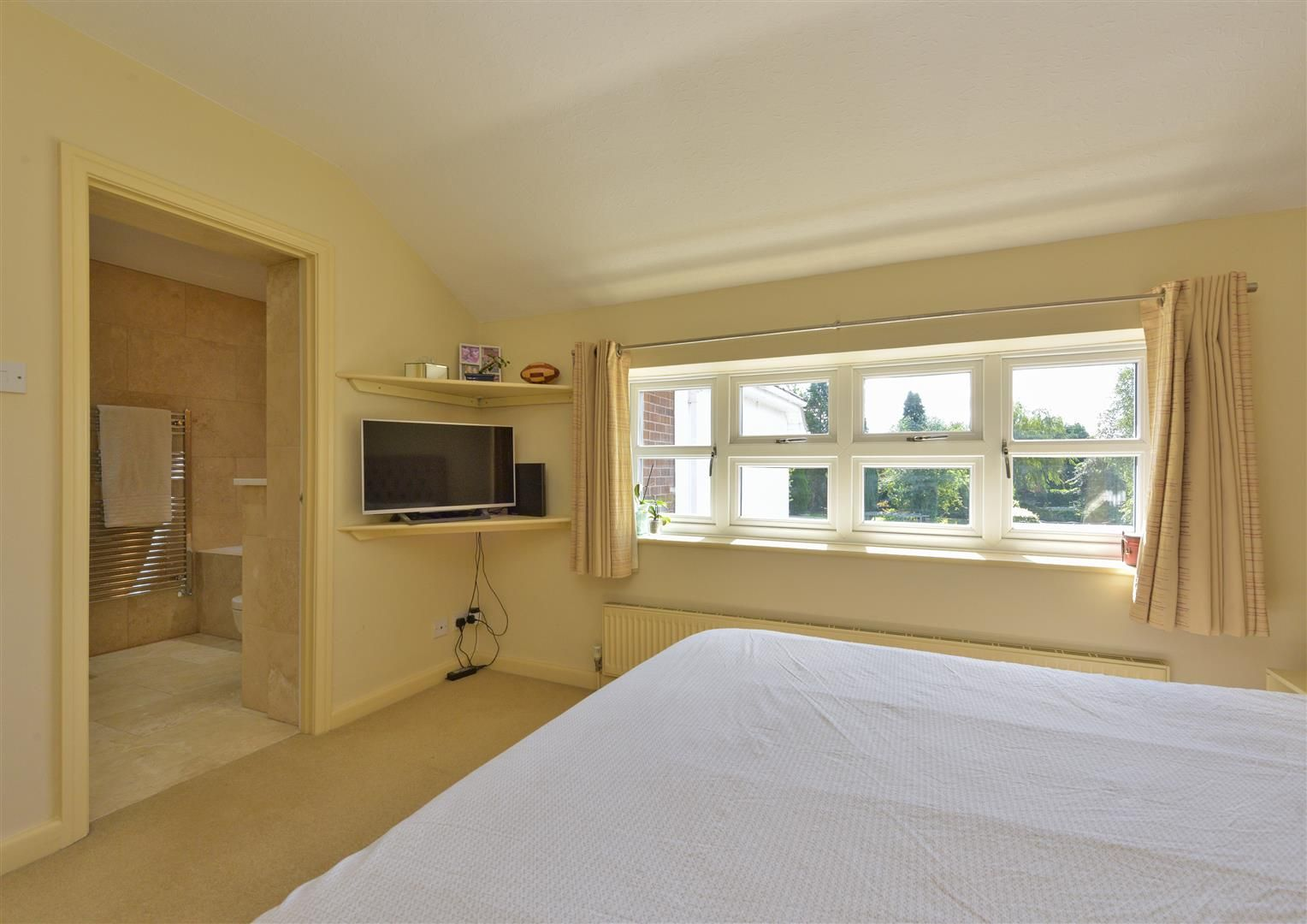 6 bed detached for sale in Hagley 25