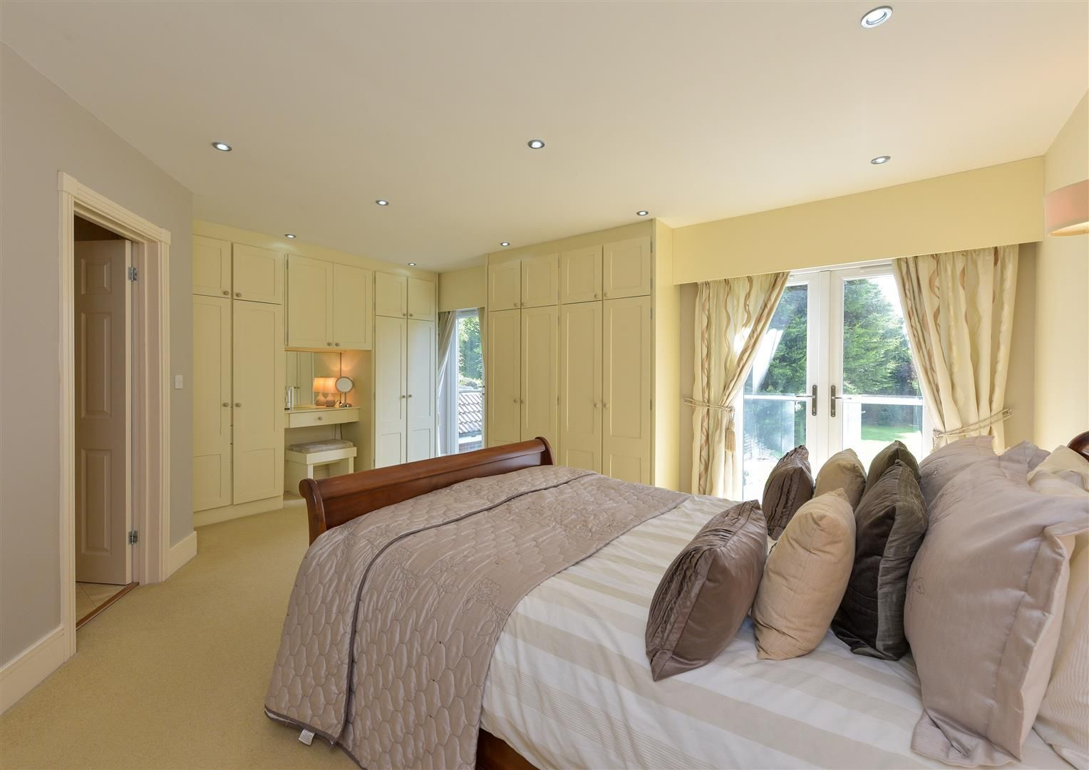6 bed detached for sale in Hagley 31