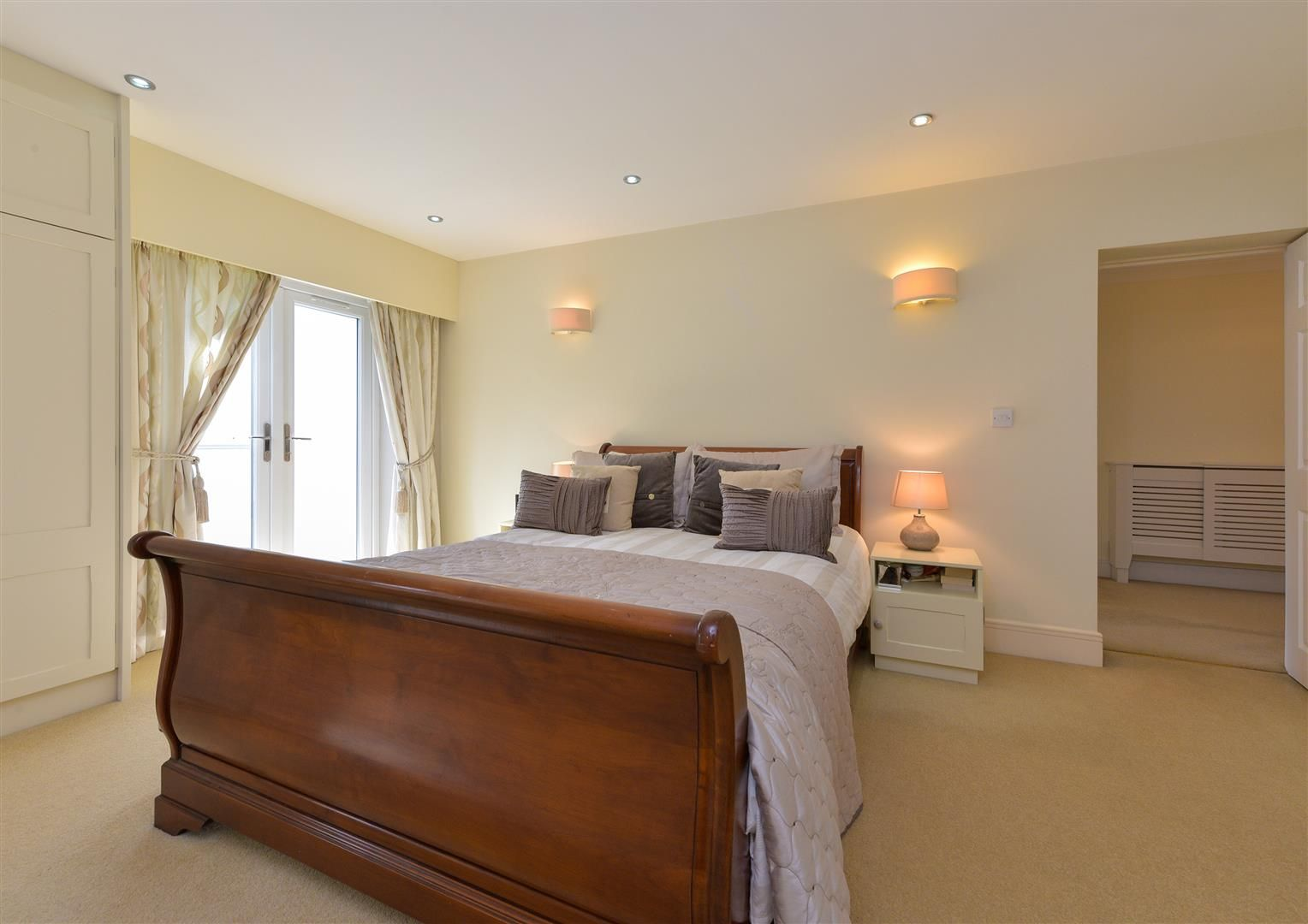 6 bed detached for sale in Hagley 32