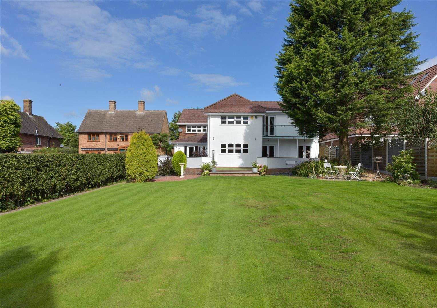 6 bed detached for sale in Hagley 37