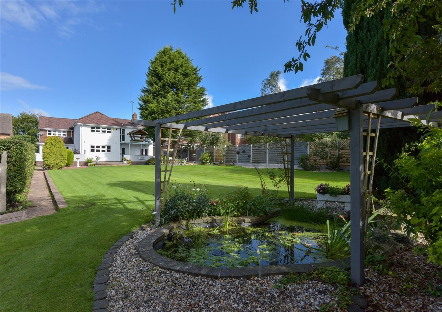 6 bed detached for sale in Hagley 38
